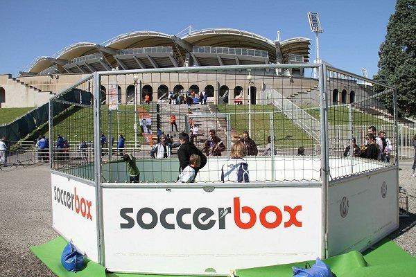 Idéale pour s'amuser à deux contre deux, la soccer box...