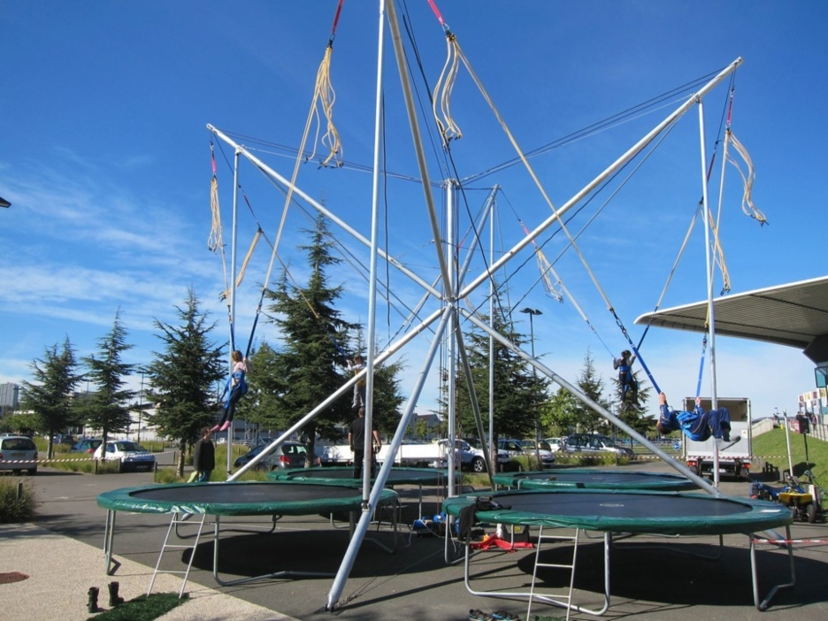 Attraction à Sensation : Bungee, le trampoline 4 pistes