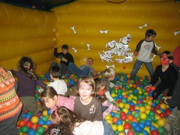 Réservez vos structures gonflables et stands de kermesse pour vos fêtes de juin !