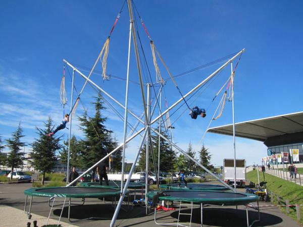 Animez vos événements extérieurs avec des trampolines 4 pistes !