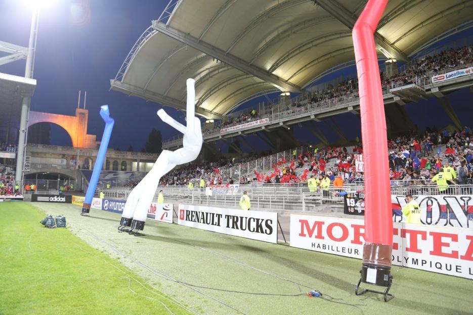 Retrouvez les Sky Dancer de Prom-Events sur le Terrain de l'Olympique Lyonnais !