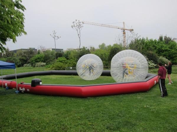 Le Zorb Ball : courez dans une immense bulle !