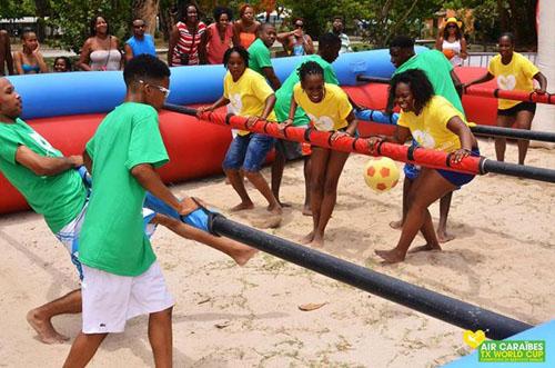 Les baby-foot humains de Prom-Events aux Caraïbes !