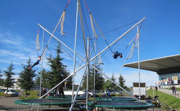 Cet été, envolez-vous avec le trampoline 4 pistes !